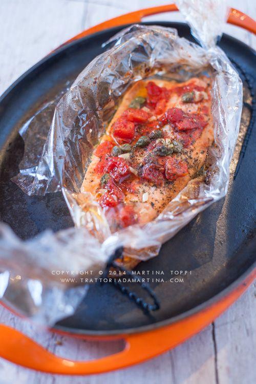 Filetto di trota salmontata alla pizzaiola in cartoccio di carta fata