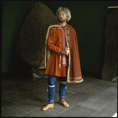 What a 10th century viking chief might have looked like (cloak and tunic embroidery based on the Mammen finds) Photo: Nationalmuseet.