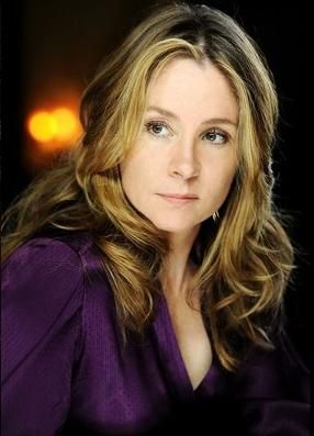 megan follows.She's so good in Reign that I don't know if I can ever watch her as Anne in the same way. Incredible actress.