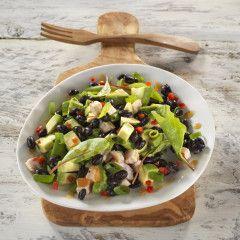 Salade met zwarte bonen, kip en avocado