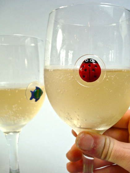 Glass markers - what an easy and cool idea. Great if you're using a stemless wine glass.