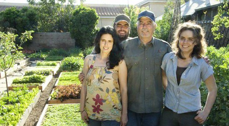 Aux États-Unis, à 15 minutes du centre-ville de Los Angeles, une famille fait sa révolution en créant sa propre ferme urbaine qui produit assez de nourriture pour être auto-suffisante.
