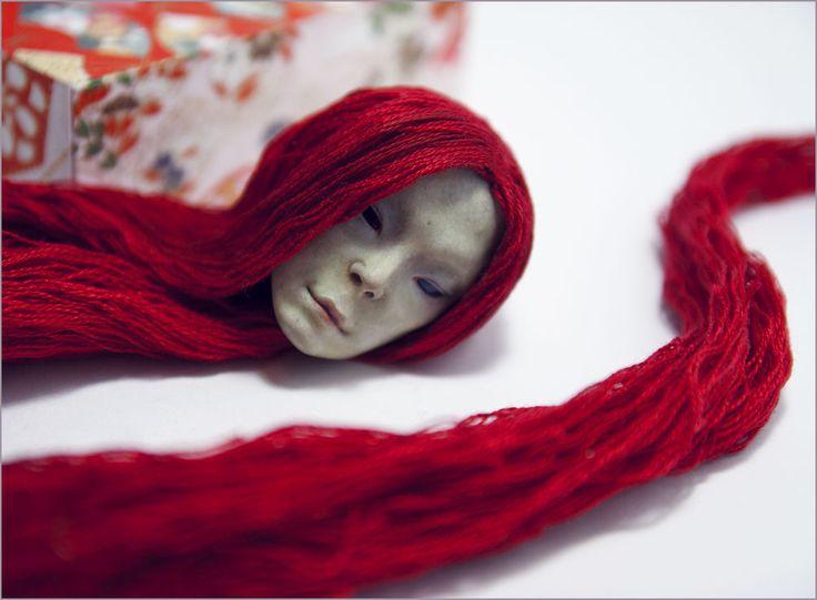 Шарнирная кукла из модифицированного папье-маше. Автор - Шабурова Ксения.  Точнее запчасть шарнирной куклы - повседневная голова Шина Ди, которая живёт своей головной жизнью. )))