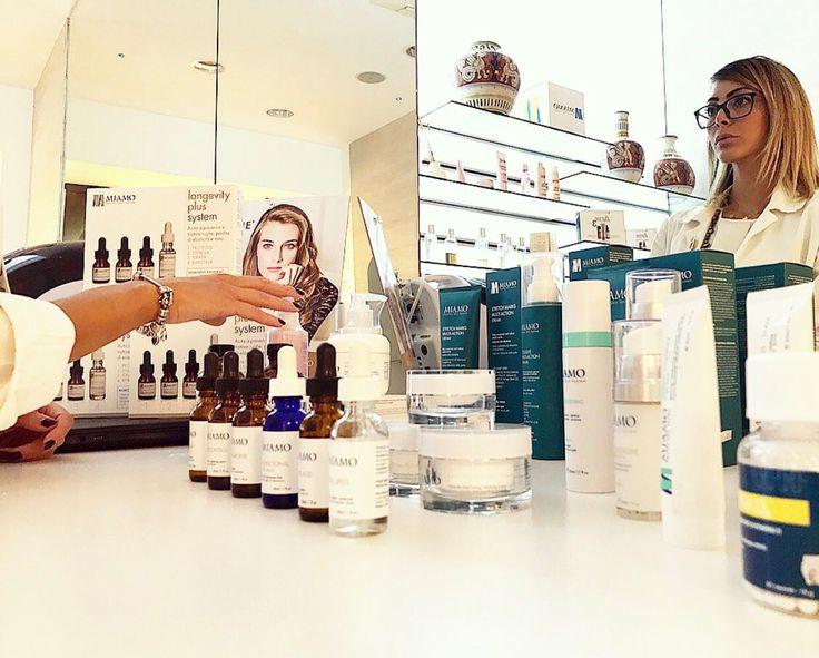 Per ricominciare alla grande regala una coccola alla tua pelle con i trattamenti specifici #Miamo. Ti aspettiamo oggi alla Farmacia Travagliati di Latina ed ogni mese per il #Miamoday presso le migliori farmacie.  Elisabetta Cristinziano unitamente allo staff ti aspettano per un'esperienza unica da condividere con le tue amiche o per un'istante di rigenerazione e benessere che vi farà dire #iomiamoetu.  #pharmacy #farmacia #skincare #skintreatment #skinspecialist #trattamentopelle…