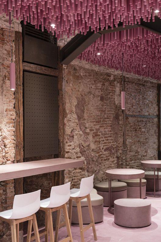 Galería de 12.000 palillos de madera pintados a Magenta / Ideo arquitectura - 13