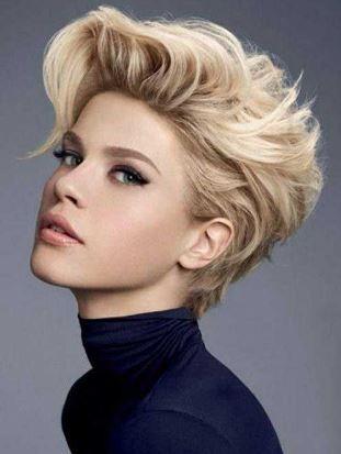 Kısa Açık Sarışın Saç Modeli