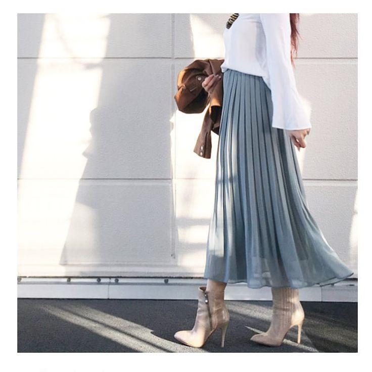 ふわっとエアリーな裾に生まれ変わったポイント高いハイウエストシフォンプリーツスカートは、春にぴったり♡早くもネットで話題になっているヘビロテ間違いなしのユニクロ新作をご紹介いたします。