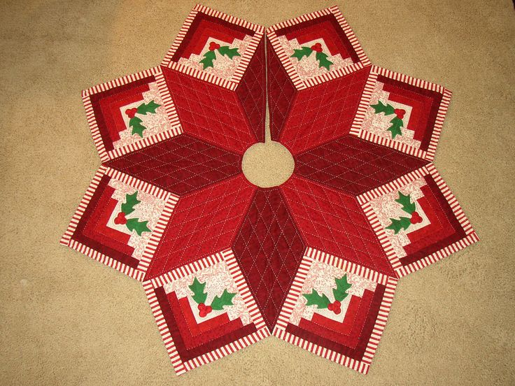 Taille: environ 38 ronde, d'un point à l'autre. Habillez votre sapin avec cette jupe d'arbre coloré. Il est fait d'une étoile rouge grand centre, avec des blocs de log cabin entre les points d'étoiles. Chaque bloc est garni d'une grappe de berry & feuille de houx. Il a des frontières de bonbon rouge et blanc rayé autour des blocs. J'ai conçu ce pour le récent livre relié maison de bouleaux blancs, «Cabanes aujourdhui.» Il est fortement piqué avec une petite quantité de matelasser à la ...