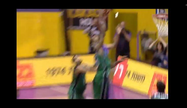 Mala suerte. La mete sin querer en su propia canasta. Mira la acción (Vídeo) - @KIAenZona #baloncesto #basket #basketbol #basquetbol #kiaenzona #equipo #deportes #pasion #competitividad #recuperacion #lucha #esfuerzo #sacrificio #honor #amigos #sentimiento #amor #pelota #cancha #publico #aficion #pasion #vida #estadisticas #basketfem #nba