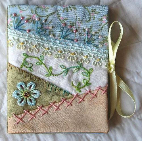 It's so sweet. A very pretty needle book.
