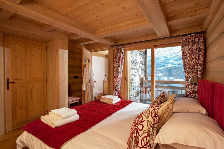 Check out this amazing Luxury Retreats  property in French Alps, with 4 Bedrooms. Browse more photos and read the latest reviews now.
