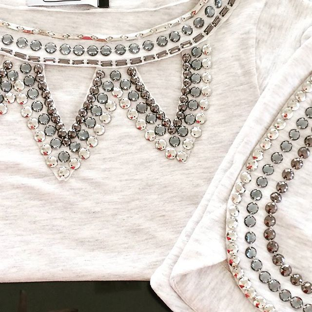 Blusa Mescla Bordada com Pedras Pratas e Short Bordado. Conjunto Perfeito para…