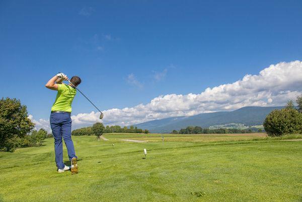 Beim #Golfen den #Weitblick im #Mühlviertel genießen. Weitere Informationen zu #Golfurlaub im Mühlviertel in #Österreich unter www.muehlviertel.at/golfen - ©Oberösterreich Tourismus/Erber
