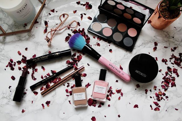 Beauty Bay is a bit like ASOS for me, it offers free delivery, an amazing variety of brands and products and offers you deluxe samples (if you spend over £50) so it's safe to say that I've spent many