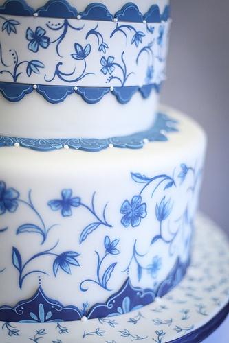 ~Hands Painting Cake, Lotus Flowers, Flower Cakes, Cake Ideas, Blue Wedding Cakes, Blue Cakes, White Cakes, Blue Weddings, Beautiful Cakes