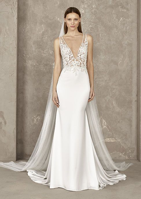 Discover the 2019 Pronovias Privée Preview Collection!  e811965f31