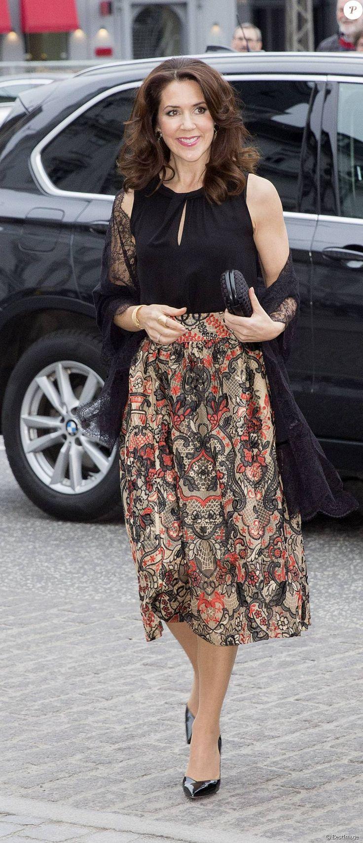 La princesse Mary de Danemark arrive à l'Hôtel d'Angleterre à Copenhague pour le dîner final de la visite officielle du président mexicain Enrique Peña Nieto, le 14 avril 2016.