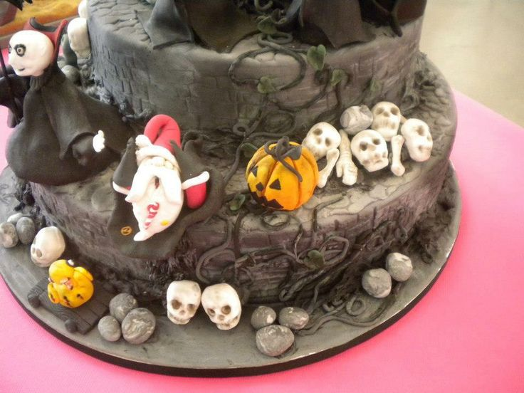 Detailes Nightmare Before Christmas Cake