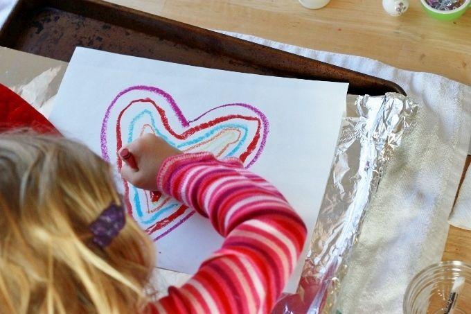 Schmelzende Wachsmalkreide Maltechnik. Kinderaktivität