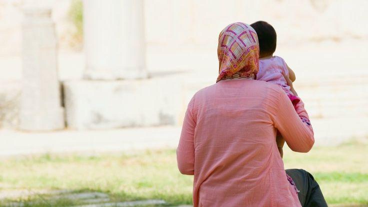 Frau mit Kopftuch (Symbolbild)