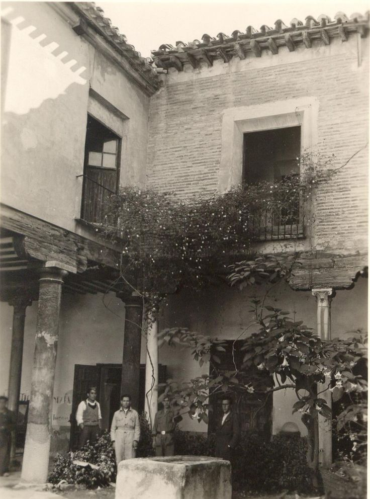Convento de San Antonio.Anarchist headquarters in Murcia during Spanish Civil War. Octubre de 1936. Sede del Cuartel de Pioneros y del Partido Comunista. Secretaría Comunista, sección femenina. Cuartel provisional de la Columna Anarquista de Murcia. Almacén de Intendencia.  Fotografía Avilés. Anarchists leader in Murcia was Juan López Sánchez (Bullas,1900-Madrid, 1972). He was Minister of Commerce on the second government of President Largo Caballero (1937) after started the Spanish Civil…