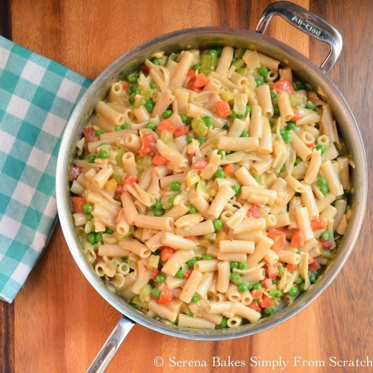 Фото к рецепту: Макароны с тунцом и зеленым горошком