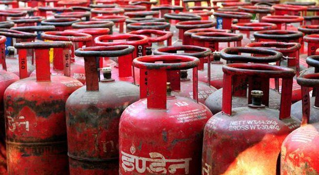 Cashless India - Rs 5 Discount On Online Payment Of LPG Cylinder   After petrol and diesel buying and paying for cooking gas (LPG) online will get consumers a discount of Rs 5 per cylinder. State-owned fuel retailers Indian Oil Corp (IOC) Bharat Petroleum