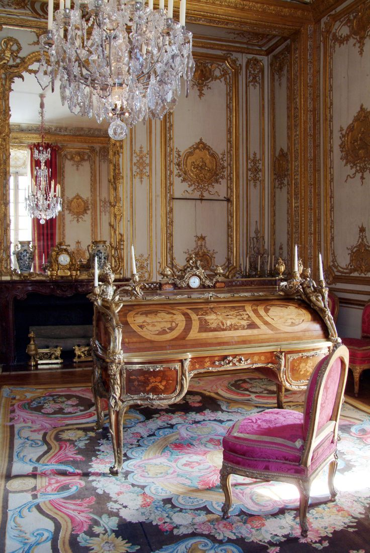 louis xv interiors het oogverblindende paleis van de zonnekoning in versailles beautiful. Black Bedroom Furniture Sets. Home Design Ideas