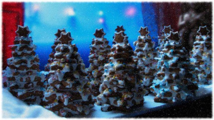 Choineczki Autor: Mirosława Cisek-Kotarba #QSQ #Christmas #tree #ornament #inspiration #idea #decor #blue #snow #night