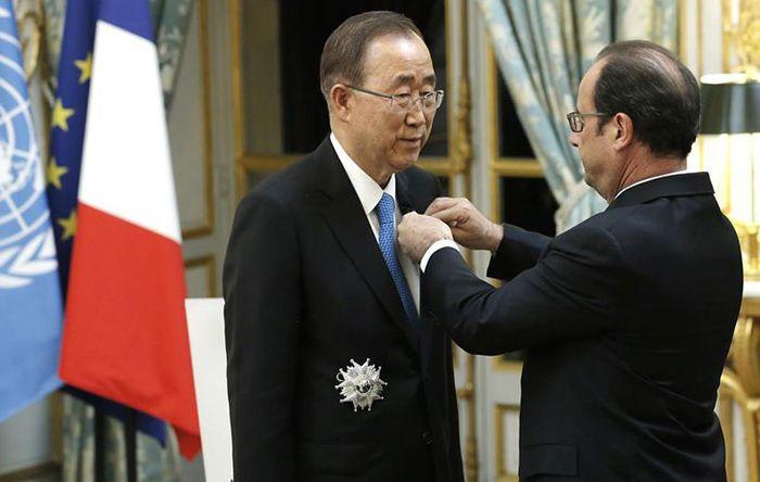 """Ban Ki-Moon Sabet Anugerah """"Legion of Honour"""" dari Perancis : Sekretaris Jenderal Perserikatan Bangsa-Bangsa (PBB) Ban Ki-moon menerima anugerah """"Legion of Honour"""" dari Presiden Prancis Francois Hollande atas kontribusinya menang"""