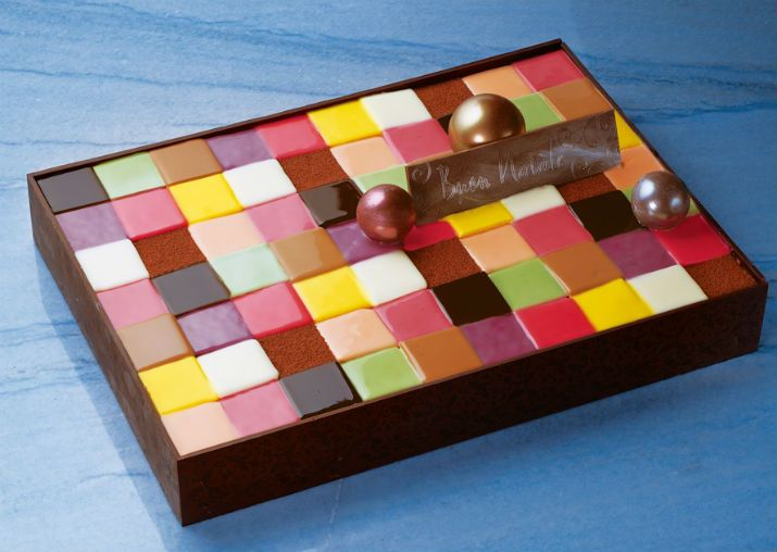 Mosaic Christmas cake from Grand Hyatt Tokyo.   Only 20 sets available. 「グランド ハイアット 東京」の妥協のない、こだわりクリスマス・ケーキ - ippin