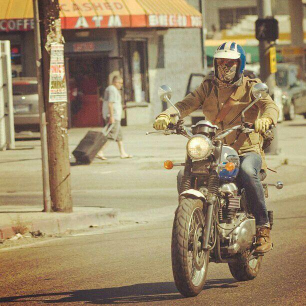 Steve McQueen on Triumph bonneville