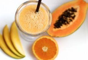 Frucht-Smoothie mit Mandelmilch