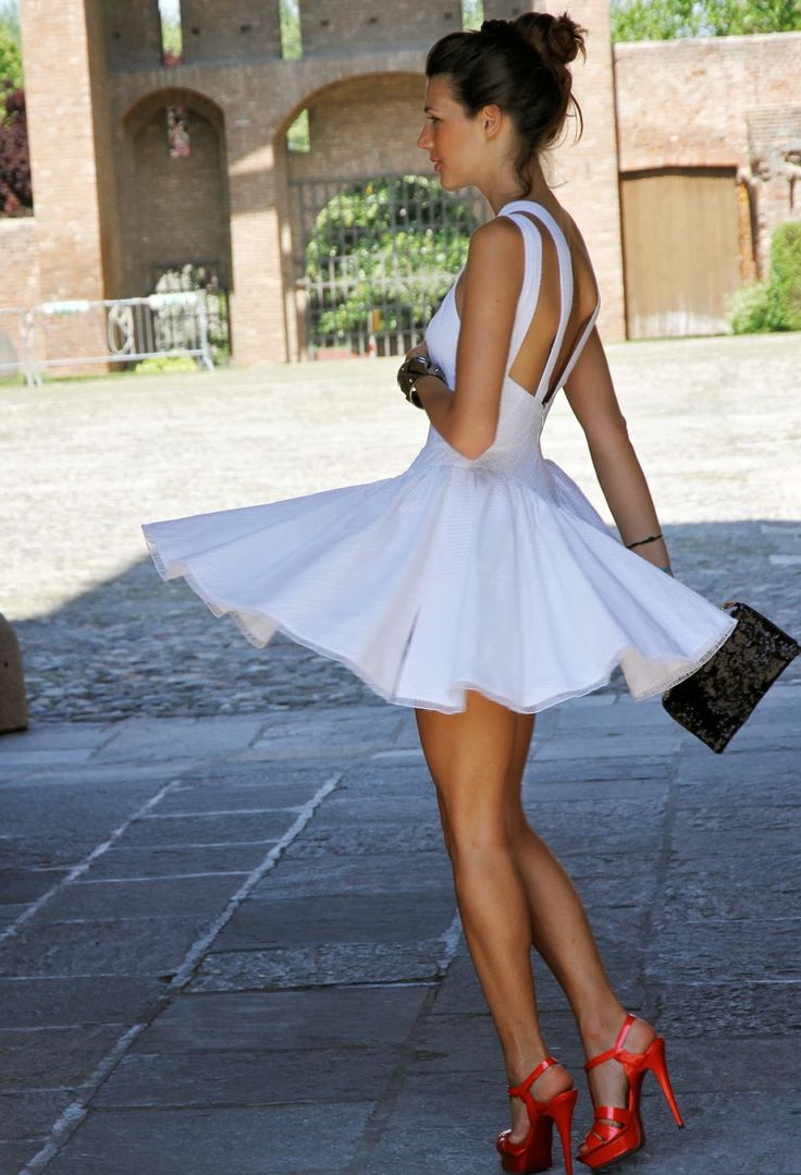 Perfect white summer dress @}-,-;--