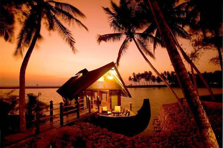 Get detailed information on Places to visit in Kerala. Kottayam, Munnar, Kochi, Backwaters, Hill Stations are top tourist destinations & places to see in Kerala Sightseeing