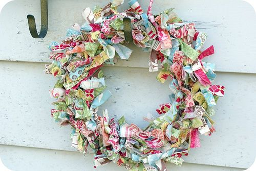 Scrap fabric wreath: Verna Fabric, Fabric Scrap, Wreath Ideas, Scrap Fabric, Fabric Wreath, Wire Wreath, Fabric Garland, Crafty Ideas