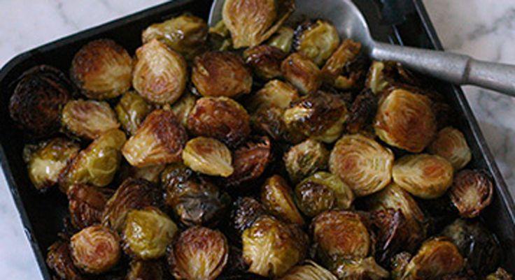 Picantes y sabrosas coles de Bruselas asadas.