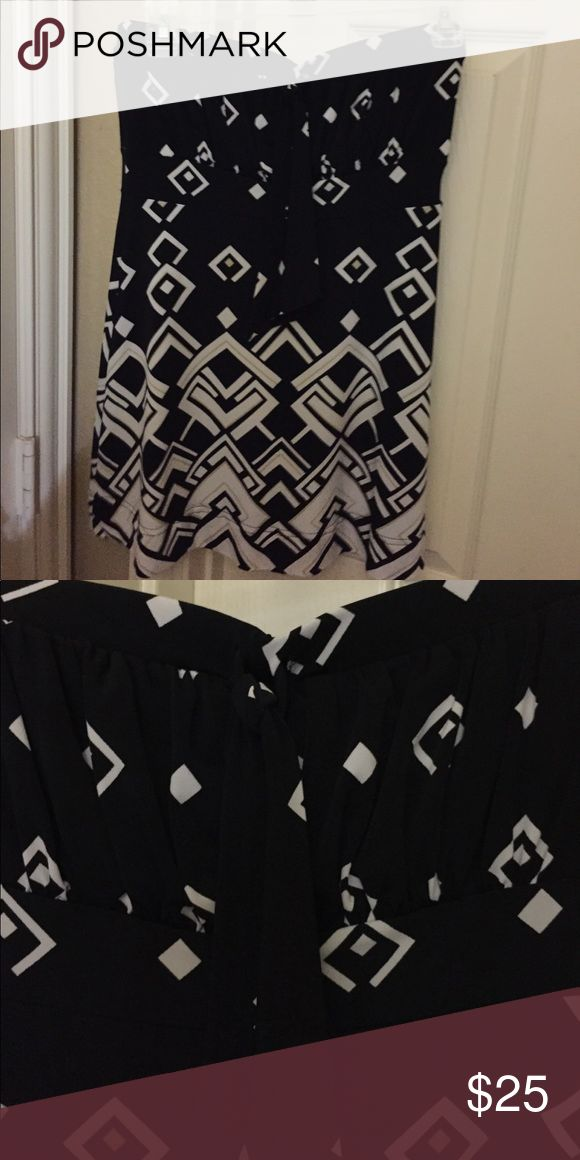 Black and white tube top Gathered at bust with small tie very cute White House Black Market Tops Tank Tops