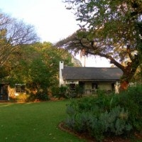 Lollipop Lane Guest Cottage luxury self-catering accommodation 9km north of Louis Trichardt (Makhado) by the Soutpansberg Mountain and close to Kruger Park, Limpopo.