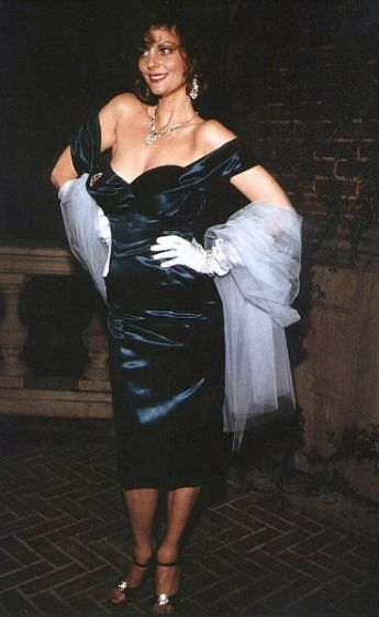 """Miss Scarlet from Clue #clue Lesley Ann Warren had to wear a vintage boned corset for the entirety of the filming. It was so uncomfortable that she could not even sit down, she was merely """"leaned"""" against a slanted bored when she needed to rest."""