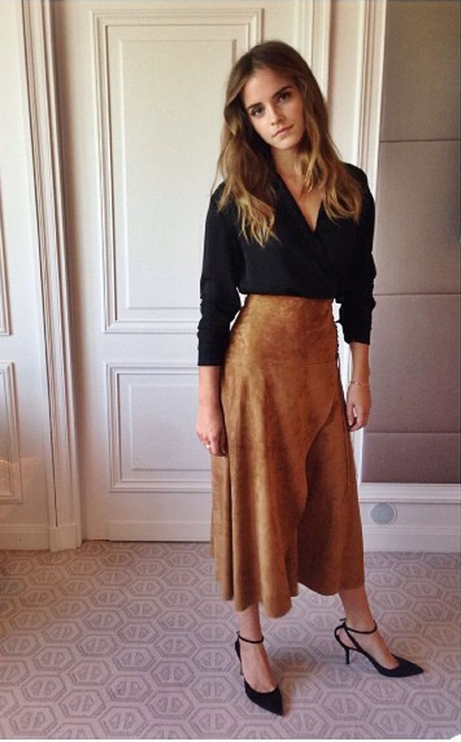 In Ralph Lauren, Paul Andrew shoes, and Cartier jewels for her first Regression press day.   - ELLE.com