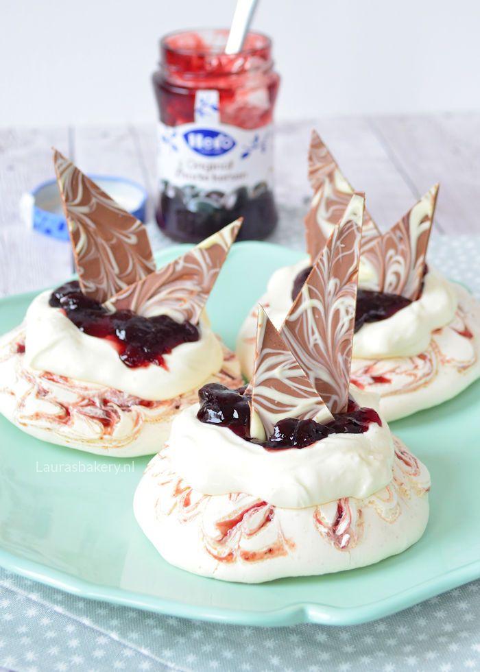 mini-pavlovas-met-kersenjam-en-chocola-1a