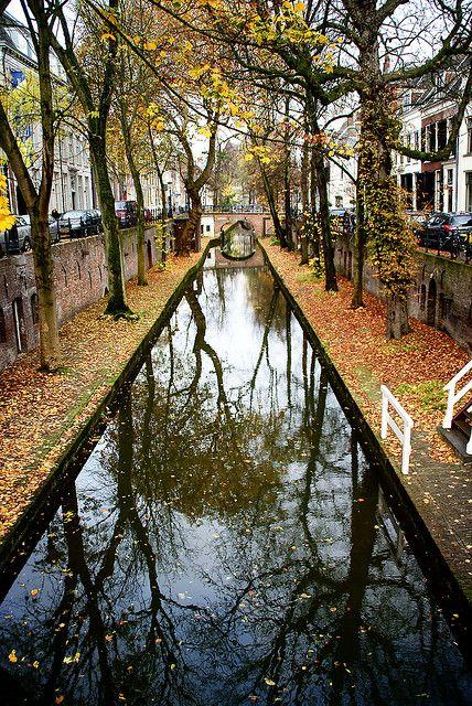 Nieuwe gracht, Autumn in Utrecht, The Netherlands.. woww . sanırım oraya sonbaharda gitmeliyim