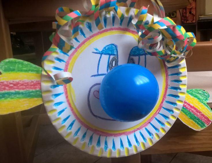 Klaun z papírového talíře