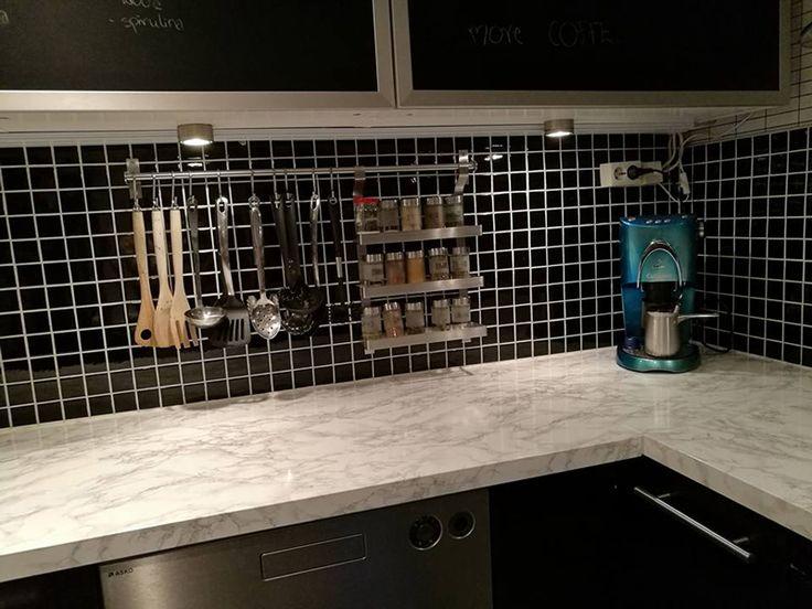 Kontaktplast / selvklebende folie i marmor på kjøkkenbenken  #oppussing #interiør #inspirasjon #diy #kjøkken #kontaktplast