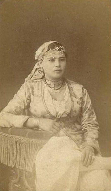 Une jeune femme à Alger, c1860s
