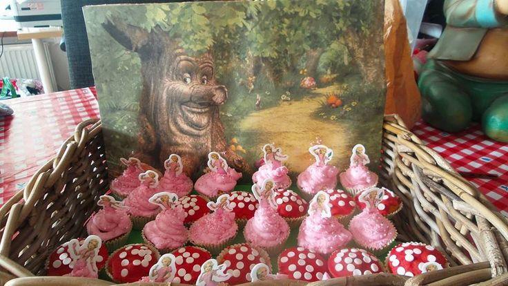 Vrolijke Sprookjespoom Assepoester en muziekpaddenstoel cupcakes van Penny Seebregts.