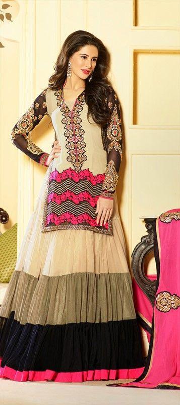 411347:NARGIS FAKHRI looks astonishing in thie kurta - anarkali style. #Getthislook #Bollywood #nargisfakhri #anarkali
