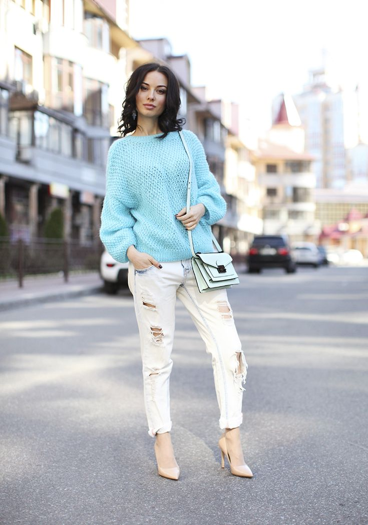 Blue sweater and boyfriend jeans