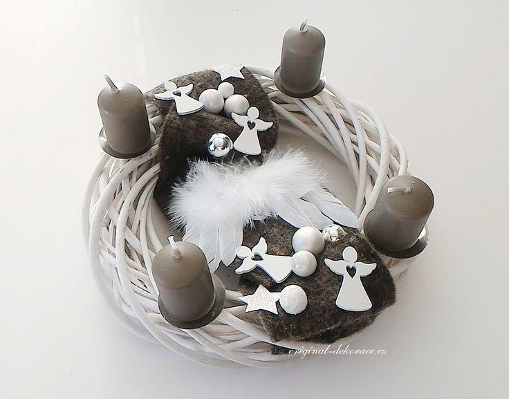 Vánoční, adventní věnec, ratan, bílá patina - andělská křídla
